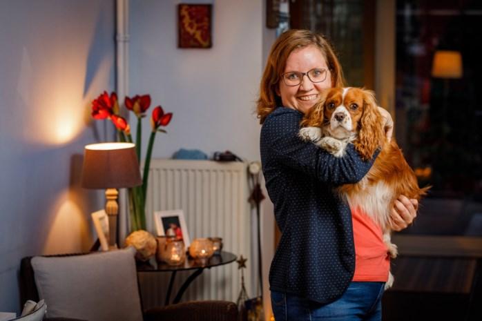 """Niemand geeft Helena (28) een job, dus begint ze bedrijfje in veganistische hondenkoekjes: """"Ik combineer mijn twee passies, bakken en honden"""""""