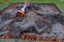 'Moord' op blote Modderorgie: vandalen vernielen gewaagd kunstwerk