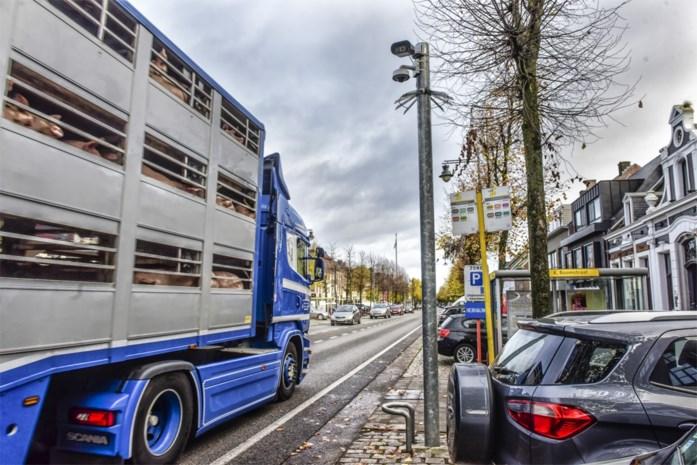 Politie controleert 'manueel' op doorgaand vrachtverkeer