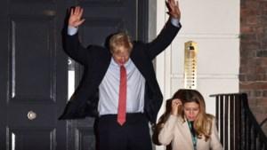 Boris Johnson heeft gegokt en gewonnen: Britse premier haalt absolute meerderheid