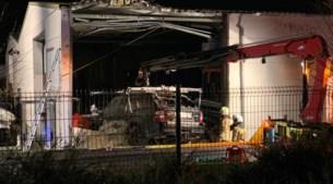 Range Rover over spoorweg in gevel gekatapulteerd, bestuurster was dronken