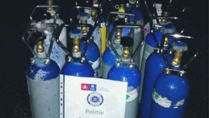 15 flessen lachgas aangetroffen bij controle