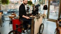 Barista Didi Sas maalt zijn bonen al fietsend: mobiele koffiebar vanaf april op Operaplein