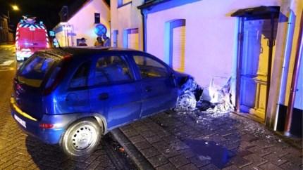 Auto knalt tegen gevel: bestuurder blaast positief