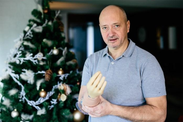 """Roman krijgt robothand na amputatie van verlamde arm: """"Na negen jaar kan ik eindelijk mijn vingers weer openen en sluiten"""""""