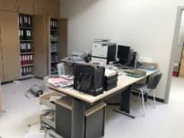 Inbrekers maken inbraaktocht en spuiten poederblusser leeg in secretariaat school