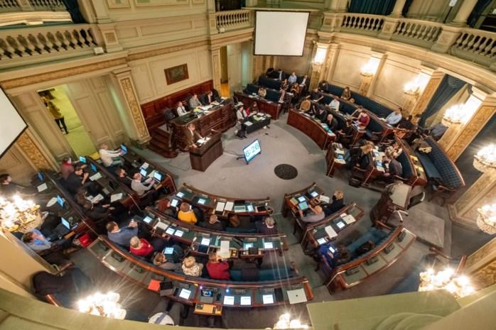 """Antwerpse gemeenteraad buigt zich over centen van de stad: """"Bedankt om van veiligheid uw 'chouchou' te maken"""""""