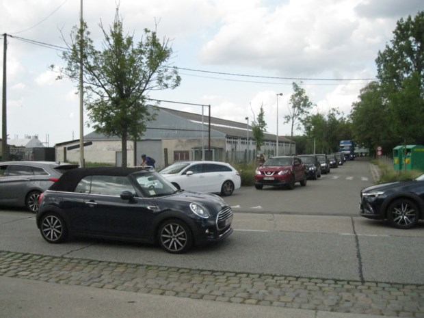 """Verouderde verkeerslichten aan druk kruispunt """"voorlopig"""" hersteld, in afwachting van vernieuwing"""