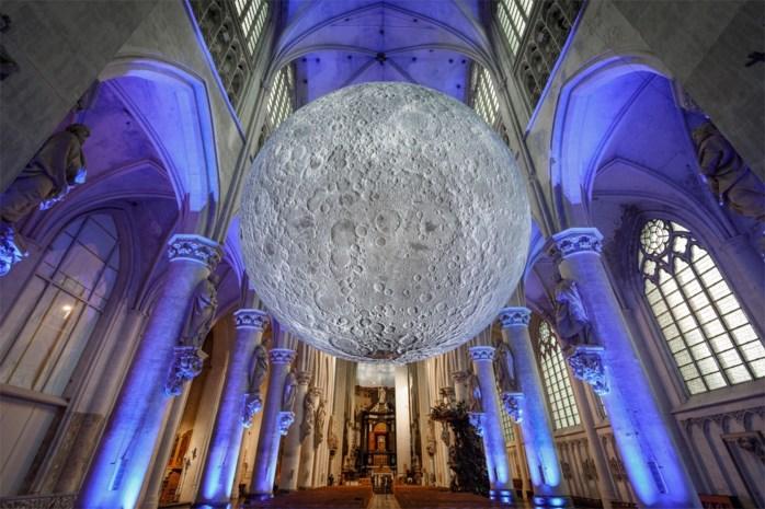Reusachtige maan in Sint-Rombouts langer te zien