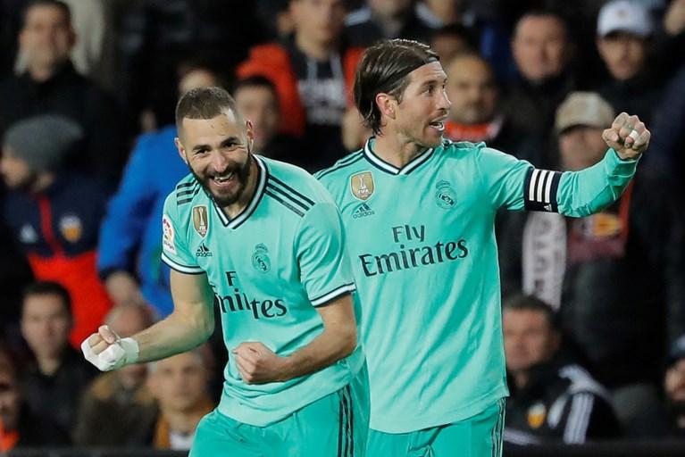 Thibaut Courtois sleept met cruciale kopbal (!) punt uit de brand voor Real Madrid
