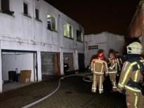 """Zware schade door brand in flat: """"Ik zag nog amper iets voor mijn ogen"""""""