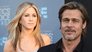 Brad Pitt gaat naar feestje bij Jennifer Aniston... en blijft tot allerlaatste