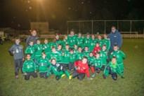 Voetballertjes Oxford Hemiksem gaan viraal in reuzenpandashirts