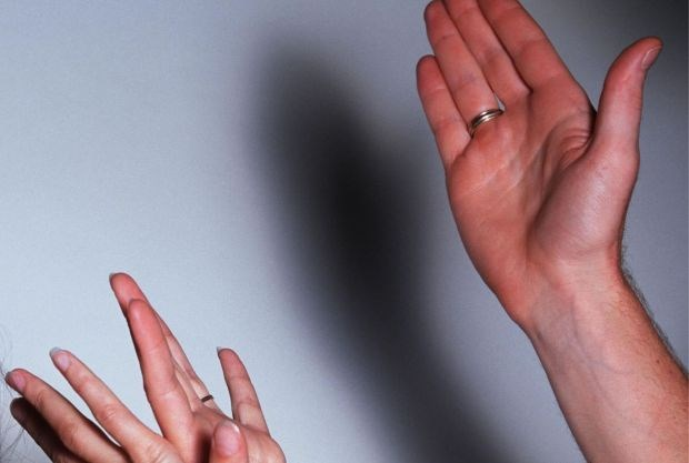 Man staat opnieuw terecht voor partnergeweld