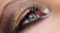 Makkelijke make-up voor de feesten: zo krijg je een glamoureuze blik