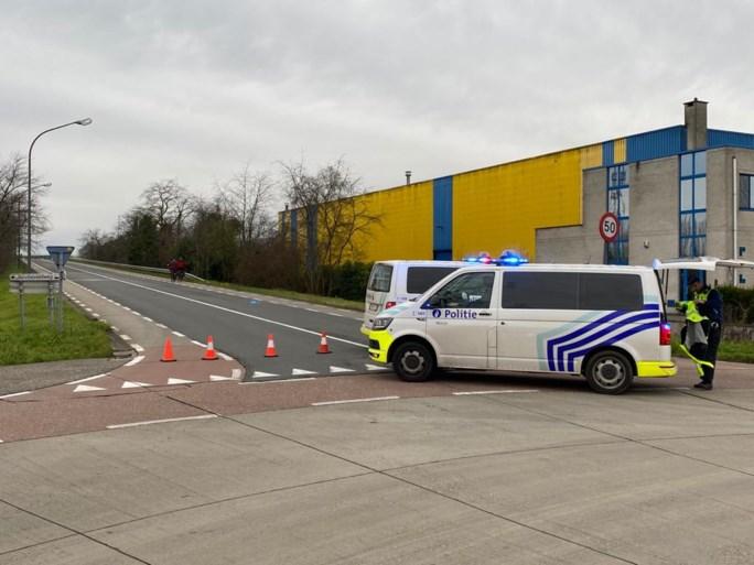 Brug over E313 rest van kerstvakantie afgesloten na vallende brokstukken op snelweg