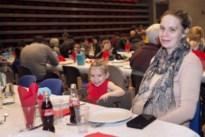 """Honderd mensen in armoede genieten van gratis kerstmaal: """"Een mooi cadeau voor onze kinderen"""""""