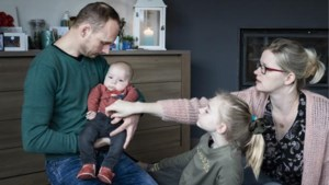 """Ouders van Victor, die zelfde ziekte heeft als baby Pia: """"We worden gedwongen deel te nemen aan een verwerpelijke Win for Life"""""""