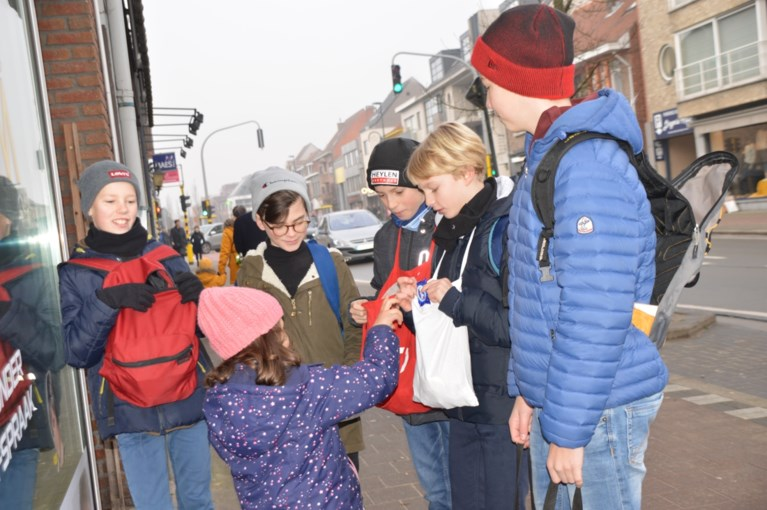 Honderden zangertjes wensen inwoners Westmalle gelukkig nieuwjaar