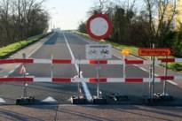 Politie regelt maandag verkeer: afbrokkelende brug over E313 ook na kerstvakantie afgesloten