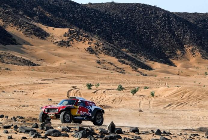 Dakar van start: veel zand, zware duinen en een berg oliegeld