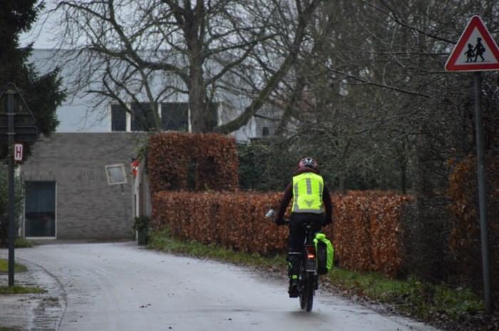 Gemeente knipt Kerkhofweg voor veiligere schoolomgeving, oppositie eist globaal circulatieplan