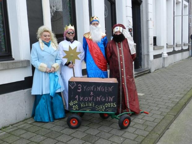 Drie koningen en een koningin zingen voor Kleine Strijders