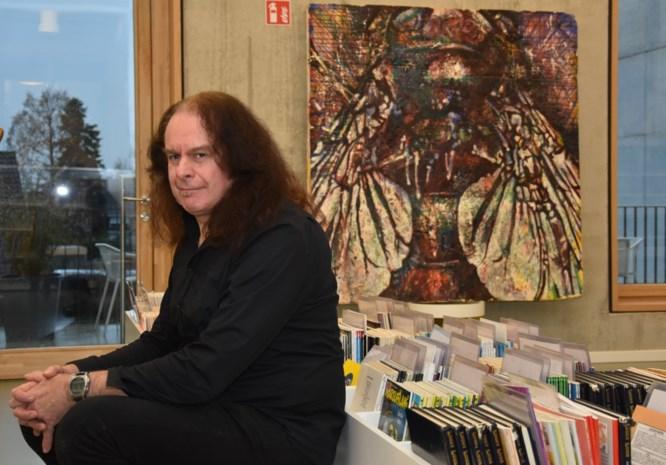 """Kunstenaar palmt bibliotheek in met tentoonstelling: """"In mijn nachtmerries komen vaak insecten voor"""""""