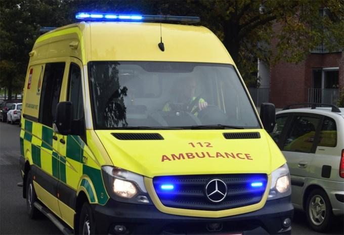 Man onder invloed gaat ambulanciers te lijf
