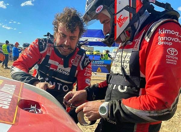 Fernando Alonso verliest bijna drie uur in de Dakar: Spanjaard moet schade herstellen met plakband