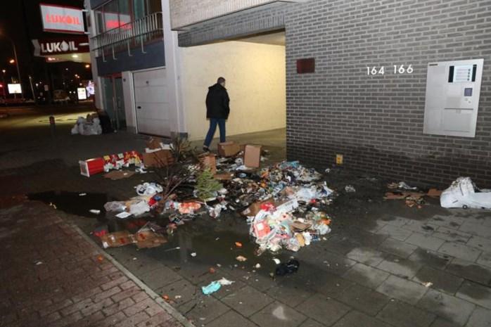 """Brandstichter steekt kerstboom en afval in de fik: """"Hij zat op een bankje naar de brand te kijken"""""""