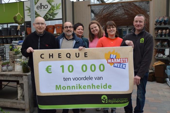 Tuincenter Rijmenants bedankt vrijwilliger Jan met vette cheque voor Monnikenheide