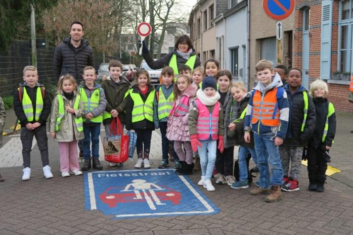 """Wijnegem geeft fietsers als eerste Antwerpse gemeente voorrang in halve dorpskern: """"Fietszone maakt wijde schoolomgeving kindvriendelijk"""""""