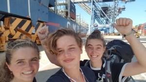 """Anuna en zus op containerschip (met dag vertraging) terug naar huis: """"Die kajuiten staan anders toch leeg"""""""