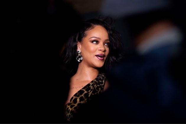 Rihanna deelt voor het eerst in jaren nog eens een foto zonder make-up