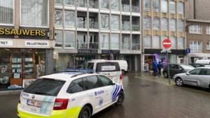 Drietal aan de haal met smartphones uit Proximuswinkel in Wilrijk