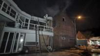 Zware brand boven nachtwinkel in Belsele