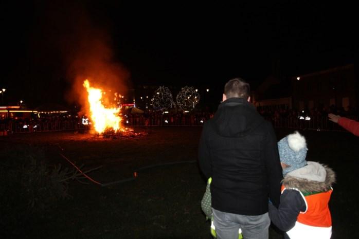 """Edegem, Hove en Lint stoppen met de kerstboomverbrandingen: """"We willen een feestweekend voor alle Edegemnaren"""""""