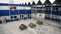 Stedelijk lyceum Lakbors brengt 250 leerlingen onder in containerklassen tegenover Bosuilstadion