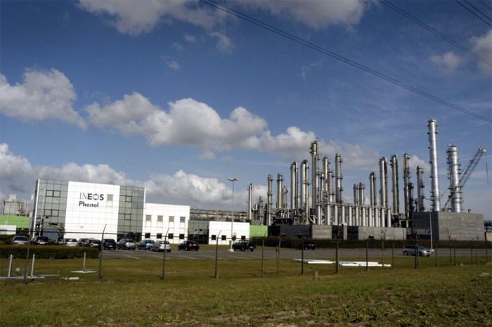 "Chemische fabriek in haven stilgelegd na ""plots ontslag"" van werknemer die er al 20 jaar aan de slag was"