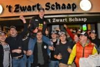 """Honderd Stabroekse supporters schreeuwen veldrijder Toon Vandebosch naar overwinning: """"Vooral tijdens de laatste ronde had ik veel steun aan hen"""""""