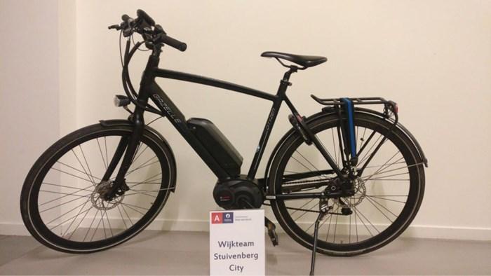 Vluchtende fietser valt met gestolen dure elektrische fiets
