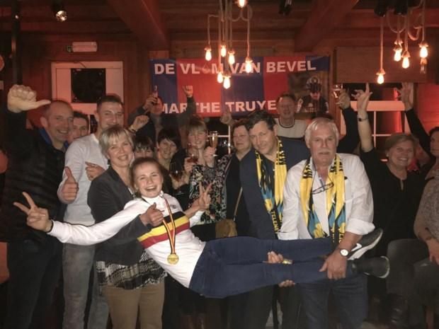 """Vlam van Bevel Marthe Truyen: """"Eerst vieren en daarna weer aan de examens denken"""""""