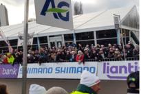 Stabroekse supporters Toon Vandebosch worden gek van blijdschap aan de finish