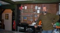 Barman Bert voelt dat café gemist wordt en zet Gildenhuis verder in 't Loze Vissertje