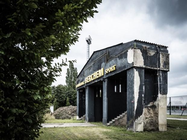 """Woordvoerder Rode Duivels schrijft boek over voetbalnostalgie: """"Iedere Antwerpse club heeft op haar eigen manier een rijke geschiedenis"""""""