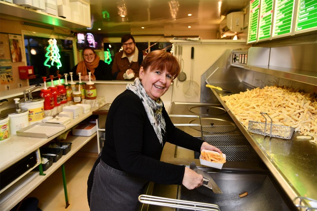 Bekende frietbarak aan Royerssluis moet toch weg: 'thuis' voor studenten en schippers verdwijnt