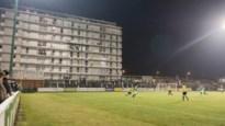 Racing Mechelen-supporters Dirk (65) en Ivonne (62) kunnen voetbal kijken vanop hun eigen terras