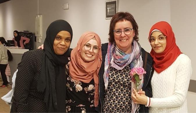 Dankfeest zet vrijwilligers Praatpunt in de bloemetjes