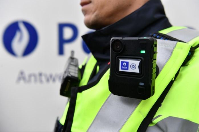 """Antwerpse politie investeert 1,3 miljoen in 400 bodycams: """"Alsof we een derde collega mee op interventie hebben"""""""